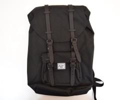 Рюкзак Herschel Little America Backpack 23.5L, черный с каучуковыми пряжками