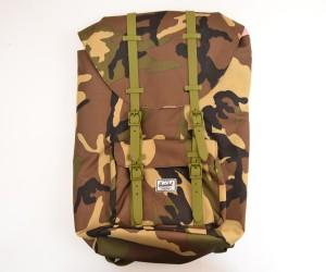 Рюкзак Herschel Little America Backpack 23.5L, камуфляж с кожан. пряжками
