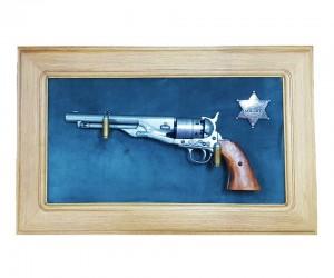 Револьвер Colt Army (США, 1860 г., Гражд. война) на бархатном панно, 43x23 зеленый бархат, дуб